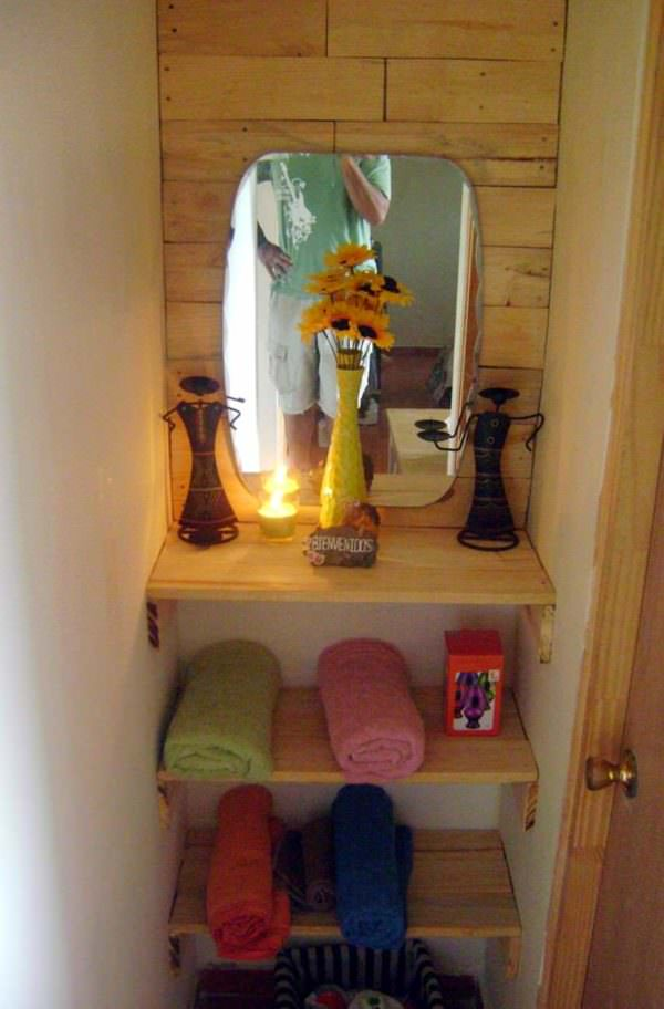 Bathroom Entrance With Repurposed Pallets  1001 Pallets