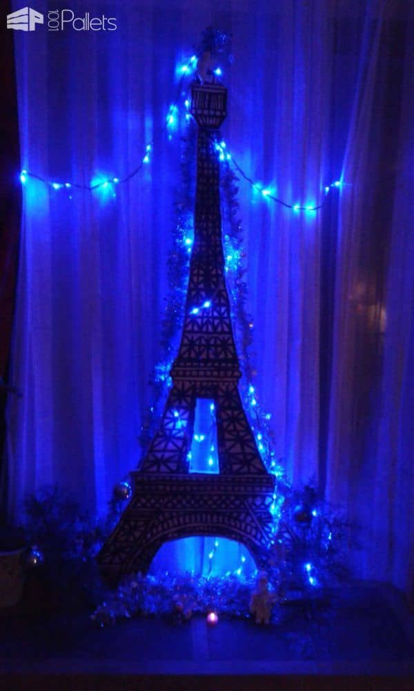 Pallet Eiffel Tower as a Christmas Tree  1001 Pallets