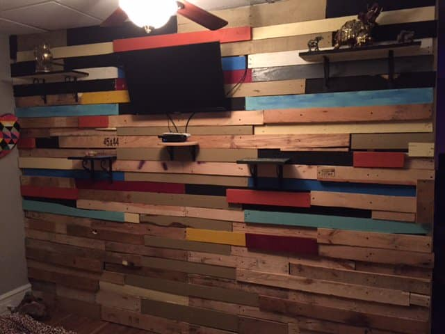 Fun Eclectic Pallet Bedroom Wall  1001 Pallets