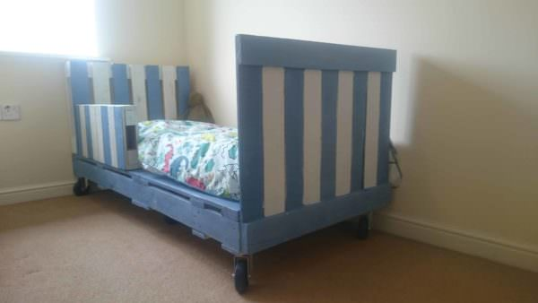 Transitional Childrens Pallet Bed On Wheels 1001 Pallets