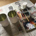 缶に下地を塗る。