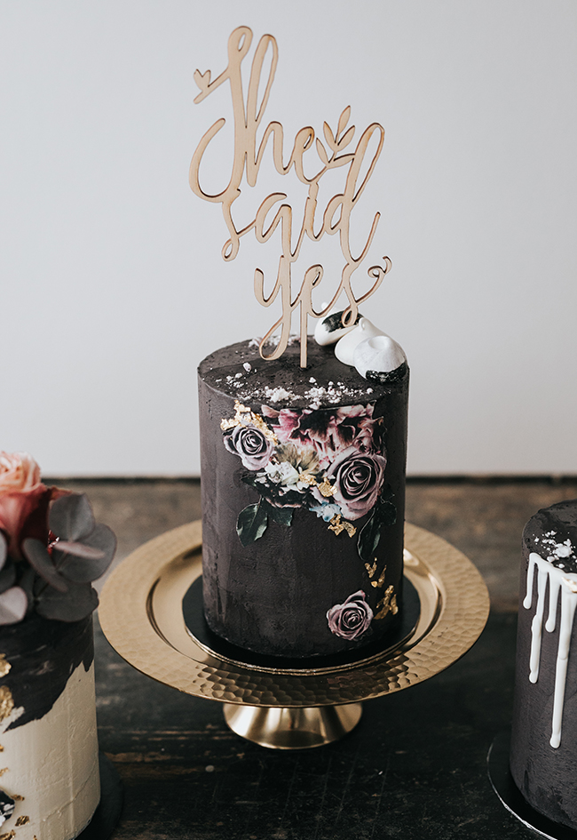 Beautiful innovative wedding cakes with matching invites
