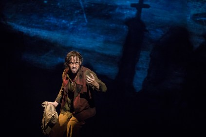 01_LM_TOUR_0455_Nick Cartell as Jean Valjean