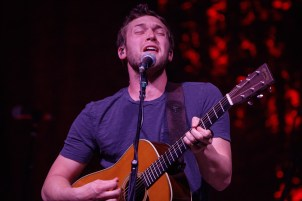Phillip Phillips_015