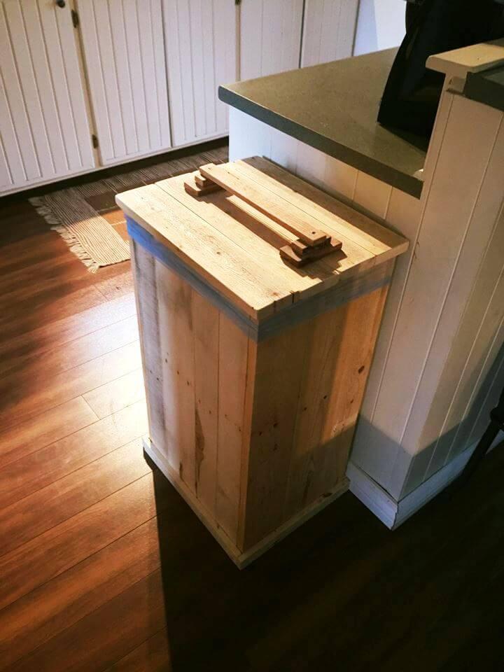 DIY Wood Pallet Trash Bin
