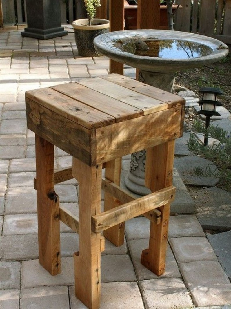 30 Brilliant Pallet Furniture Ideas That Anyone Can Make