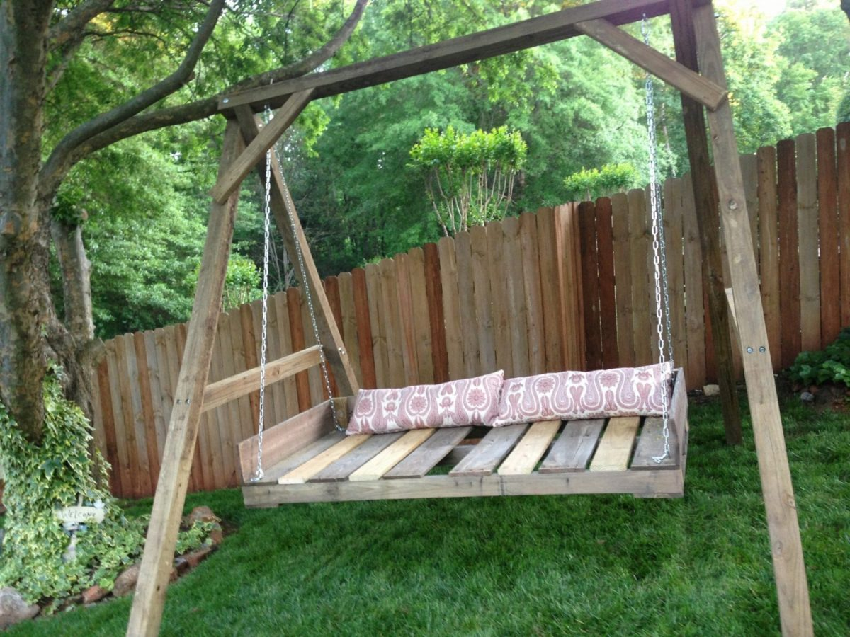 20 Pallet Swing Ideas That Are Totally Easy To DIY