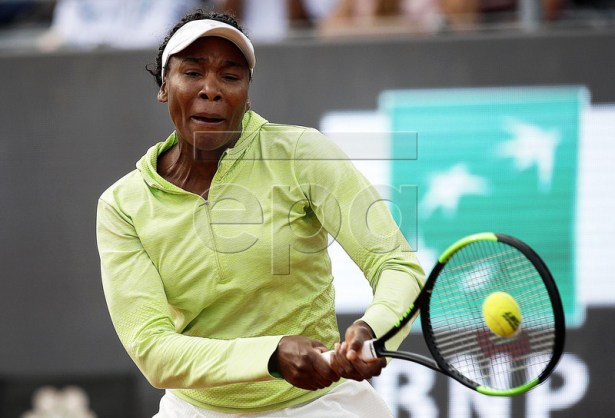 Venus Williams of the USA in action against Elise Mertens of Belgium during their women's singles first round match at the Italian Open tennis tournament in Rome, Italy, 13 May 2019.  EPA-EFE/RICCARDO ANTIMIANI