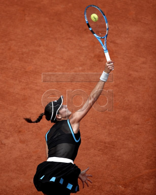 Garbine Muguruza of Spain plays Elina Svitolina of Ukraine during their women?s third round match during the French Open tennis tournament at Roland Garros in Paris, France, 31 May 2019. EPA-EFE/YOAN VALAT