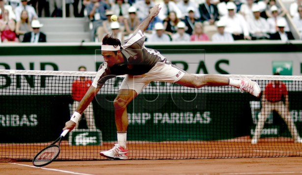 Roger Federer of Switzerland plays Stan Wawrinka of Switzerland during their men?s quarter final match during the French Open tennis tournament at Roland Garros in Paris, France, 04 June 2019. EPA-EFE/YOAN VALAT