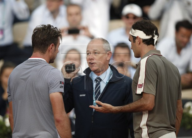 Roger Federer of Switzerland (R) and Stan Wawrinka of Switzerland (L) talk to an official as rain interupts their men?s quarter final match during the French Open tennis tournament at Roland Garros in Paris, France, 04 June 2019. EPA-EFE/YOAN VALAT