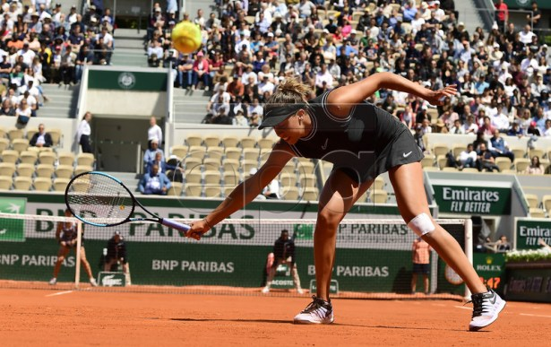 Madison Keys of the USA plays Ashleigh Barty of Australia during their women?s quarter final match during the French Open tennis tournament at Roland Garros in Paris, France, 06 June 2019. EPA-EFE/CAROLINE BLUMBERG