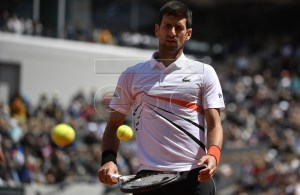 Novak Djokovic of Serbia plays Dominic Thiem of Austria during their men?s semi final match during the French Open tennis tournament at Roland Garros in Paris, France, 08 June 2019. EPA-EFE/JULIEN DE ROSA