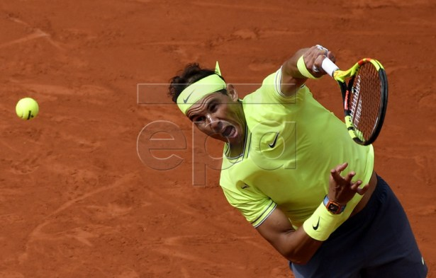 Rafael Nadal of Spain plays Dominic Thiem of Austria during their men?s final match during the French Open tennis tournament at Roland Garros in Paris, France, 09 June 2019. EPA-EFE/JULIEN DE ROSA