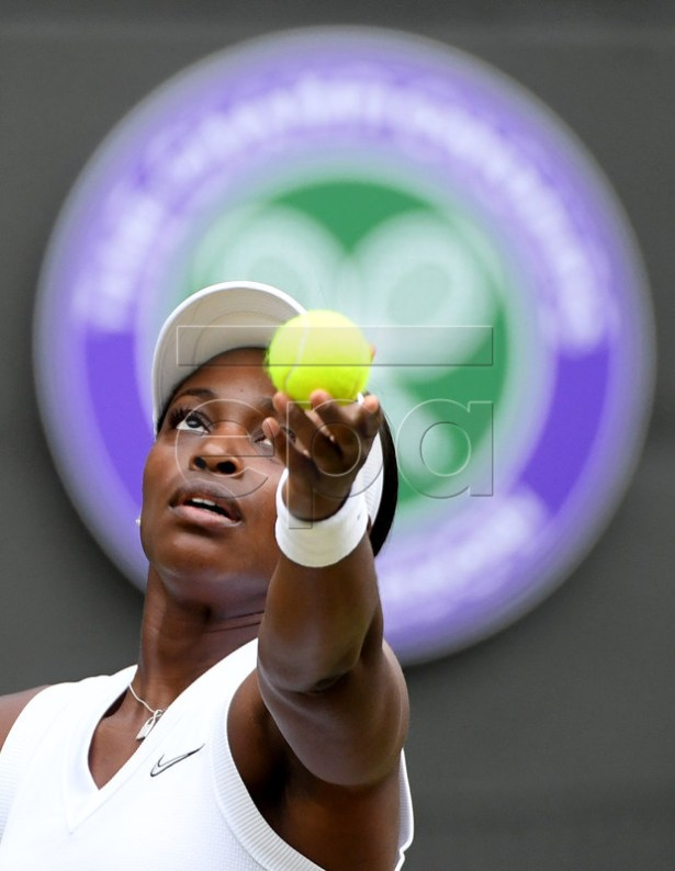 Sloane Stephens of the USA in action against Johanna Konta of Britain during their third round match at the Wimbledon Championships at the All England Lawn Tennis Club, in London, Britain, 06 July 2019. EPA-EFE/FACUNDO ARRIZABALAGA EDITORIAL USE ONLY/NO COMMERCIAL SALES