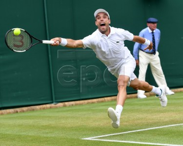 Roberto Bautista Agut of Spain in action against Benoit Paire of France during their fourth round match for the Wimbledon Championships at the All England Lawn Tennis Club, in London, Britain, 08 July 2019. EPA-EFE/FACUNDO ARRIZABALAGA EDITORIAL USE ONLY/NO COMMERCIAL SALES