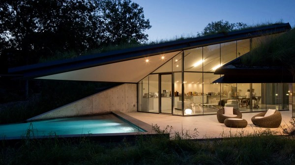 Edgeland Residence Futuristic House With Smart Pool Fit Sci-fi Writer 10 Stunning Homes