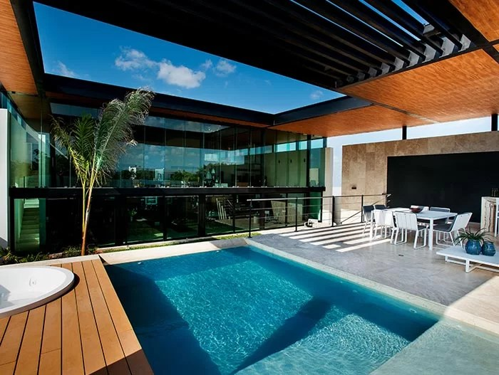 This amazing house by Seijo Peon Arquitectos boasts impressive pool above the garage  10