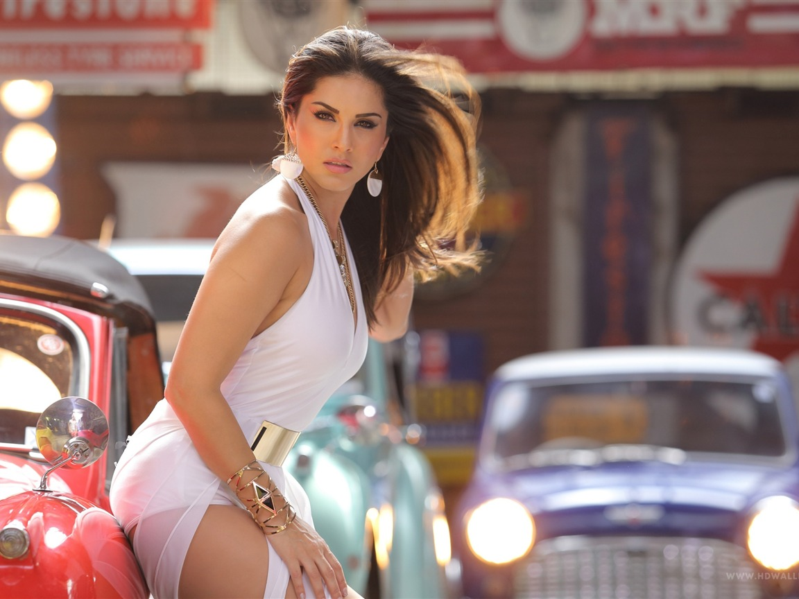 Sunny Leone Kannada Beauty Photo Wallpaper Preview