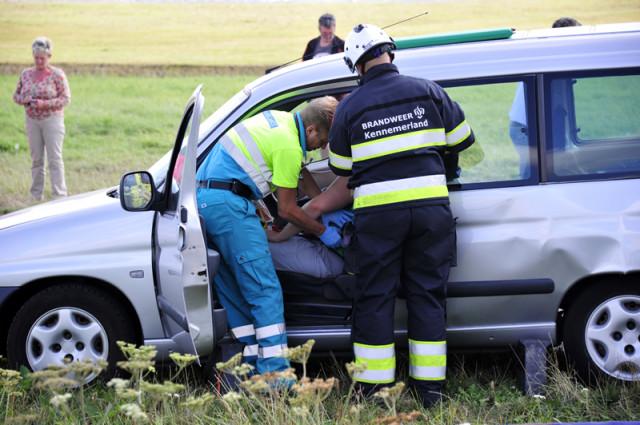 Lijnden: Twee gewonden bij aanrijding op de Hoofdweg