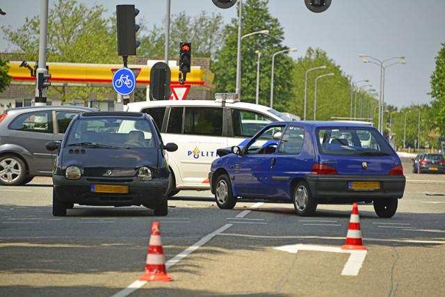 Nieuw-Vennep: Gewonde bij aanrijding Zuiderdreef