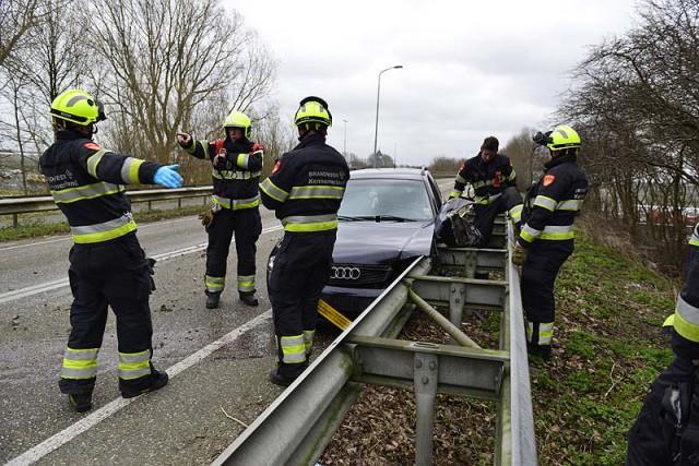 Rijsenhout: Bestuurder springt in sloot na ongeval
