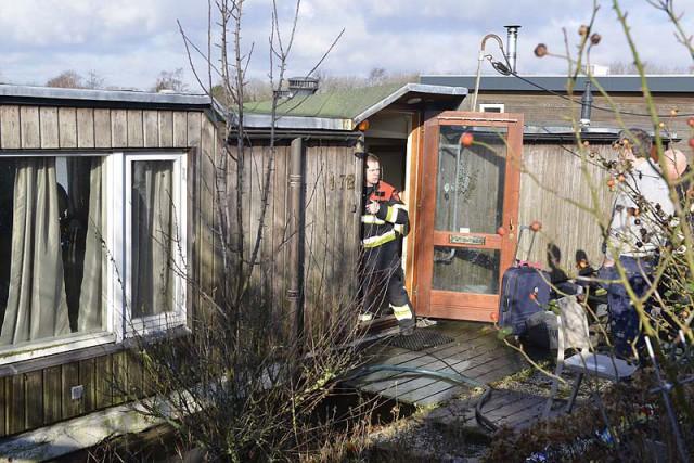 Vijfhuizen: Woonboot maakt water