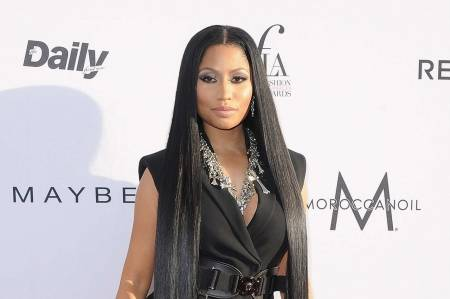 Nicki Minaj hairstyles that drive men wild straight black hair 2254091-bigthumbnail