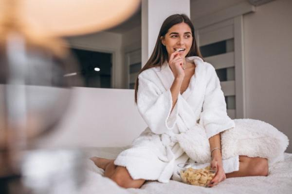 Why Some People Naturally Attract Long-Term Relationships woman-bathrobe-eating-cereal-bed_1303-13332-min