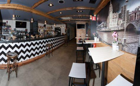 Entrada al bar 11 Aldeanos