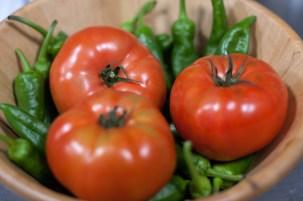 Tomates y pimientos frescos