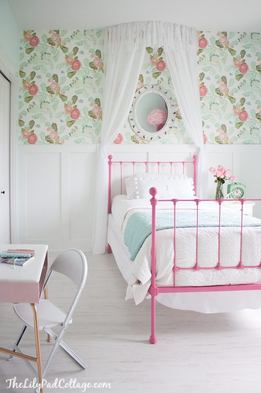 floral wallpaper ideas for a little girls room or nursery | 11