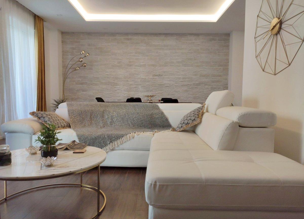 Per il soggiorno serve un colore. Come Arredare Con L Oro Abbinamento Colori Pareti E Arredo Della Casa 123 Design