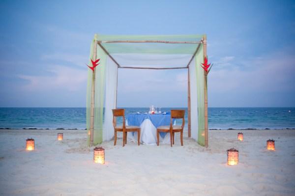 Romantic Location | 123WeddingCards