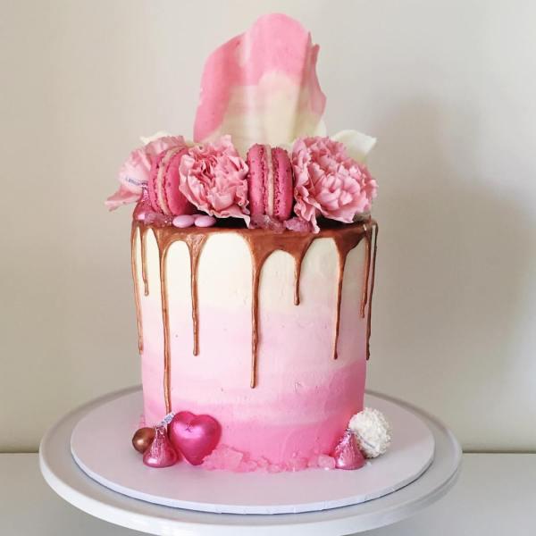 Savoury Vanilla and red velvet cake - 123WeddingCards