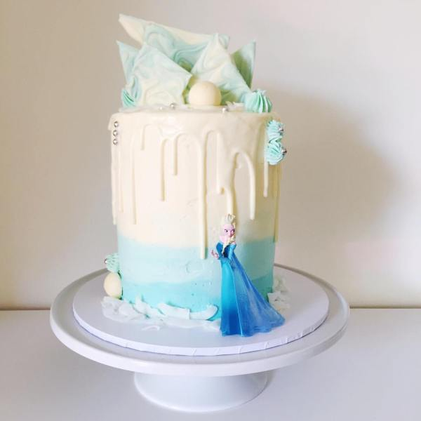 watercolour Elsa wedding cake - 123WeddingCards