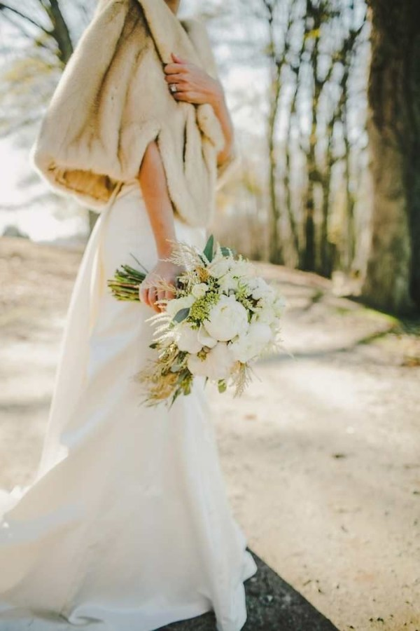 bridal bouquet for winter wedding