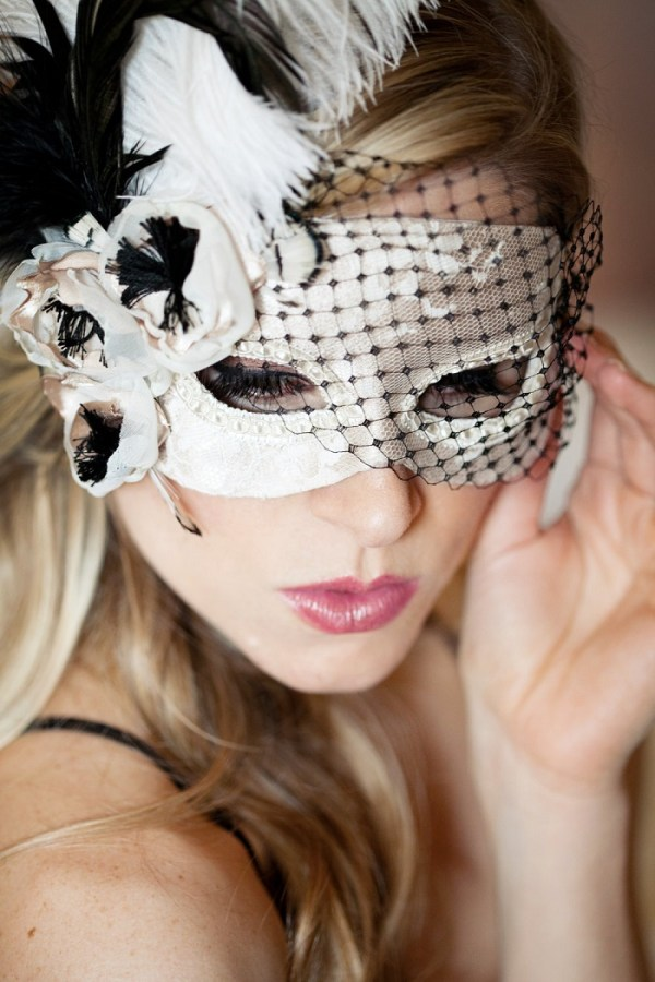 Masquerade theme is perfect for a New Year wedding