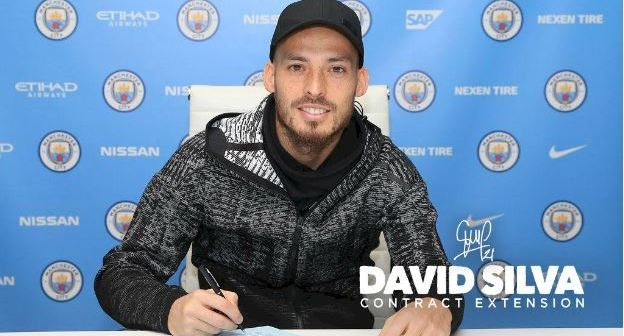 David-Silva-signs-a-one-year-contract-extension-for-Man-City