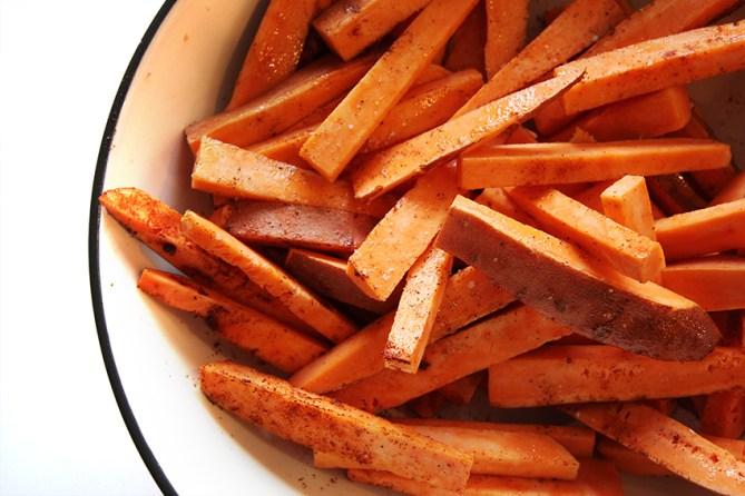 how to make oven baked sweet potato fries