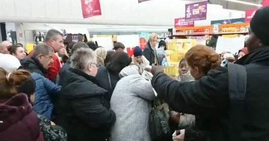 """Résultat de recherche d'images pour """"Emeutes en France pour des pots de Nutella"""""""