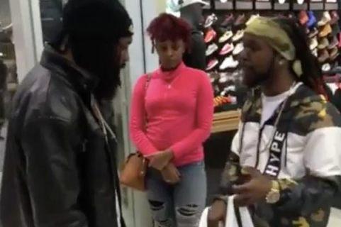 En sortant de Foot Locker avec des chaussures neuves, il croise un homme qui il doit de l'argent