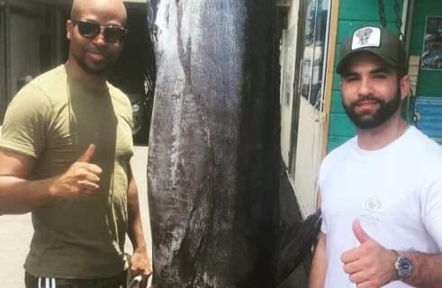 Rohff et Kendji Girac pêchent un Espadon de 105kg ...