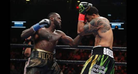 Deontay Wilder terrasse son adversaire d'une impressionnante droite surpuissante !