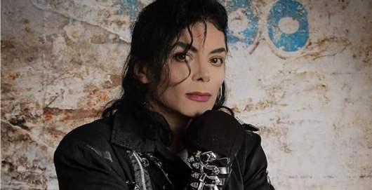 Michael Jackson : un incroyable sosie à la ressemblance troublante fait le buzz sur la toile [Vidéo]