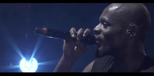 Kery James interprète en chœur avec 20 000 personnes Banlieusards à l'AccorHotels Arena