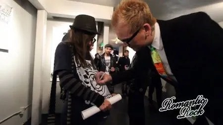 [Matt Skiba With Fan At Punk Rock &Amp; Paintbrushes Holiday Art Show 2016]