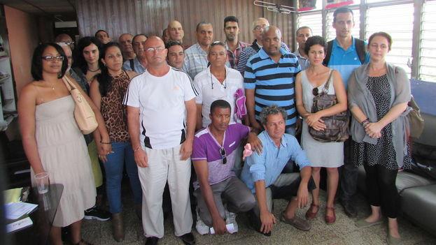 Participantes en el encuentro sostenido este jueves en La Habana por una veintena de organizaciones de la sociedad civil y la comunidad política. (14ymedio)