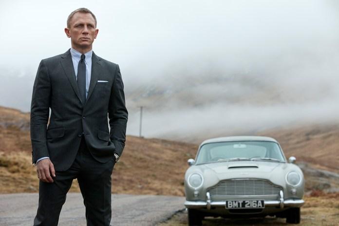 Fig. 5: Daniel Craig som Bond i Skyfall med Aston Martin DB5.