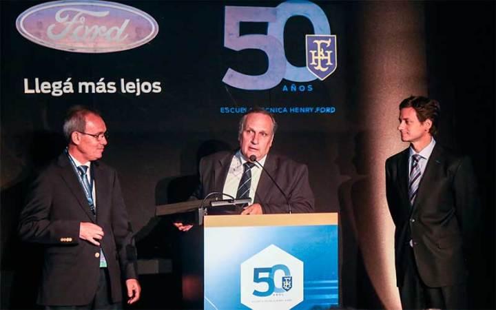 Enrique Alemañy - Presidente Ford Grupo Sur, Eduardo Fernández -Subsecretario de empleo y producción y Sebastián Trotta - Gerente de comunicaciones de Ford Argentina